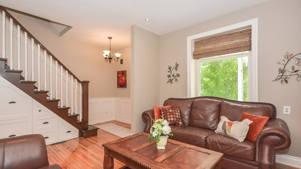 626 Eramosa Rd, Guelph, ON - CAN (photo 5)