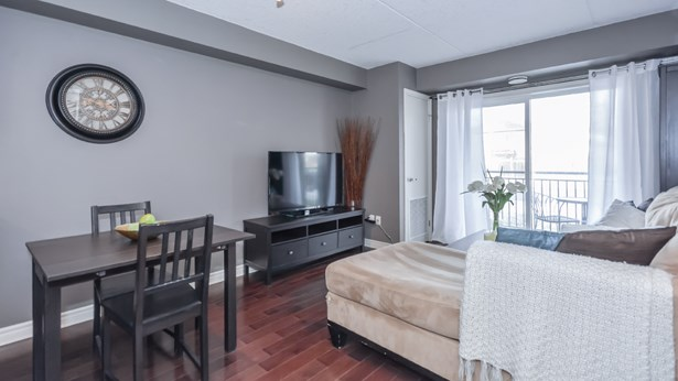 39 Goodwin Dr 102, Guelph, ON - CAN (photo 4)