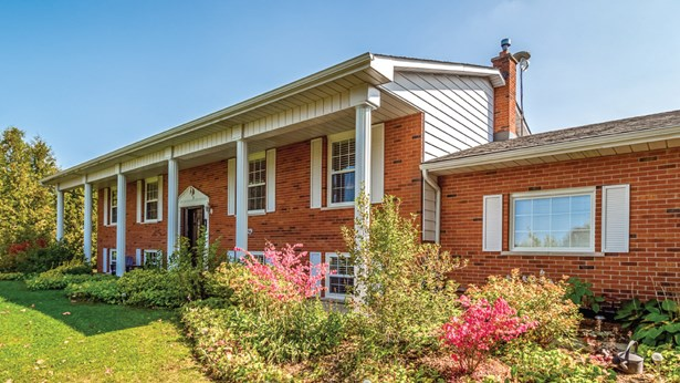 48 Lowrie Ln, Guelph, ON - CAN (photo 2)
