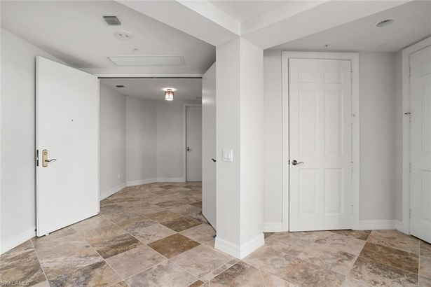 295 Grande Way 206-4th Floor In Bldg, Naples, FL - USA (photo 3)