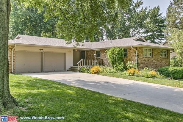 7711 North Hazelwood Drive , Lincoln, NE - USA (photo 1)