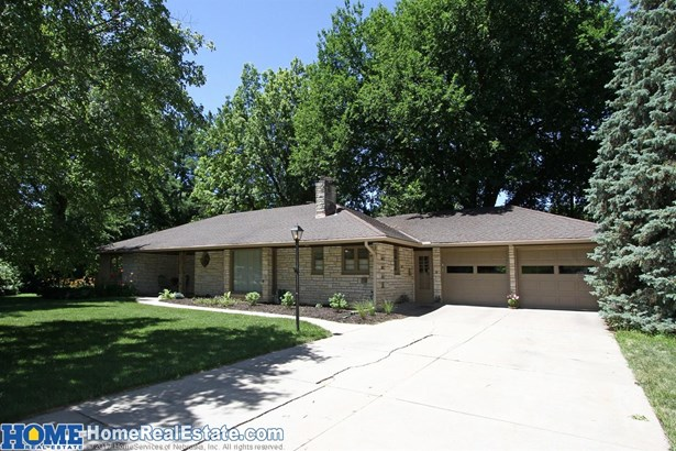 1105 Crestdale Road , Lincoln, NE - USA (photo 2)