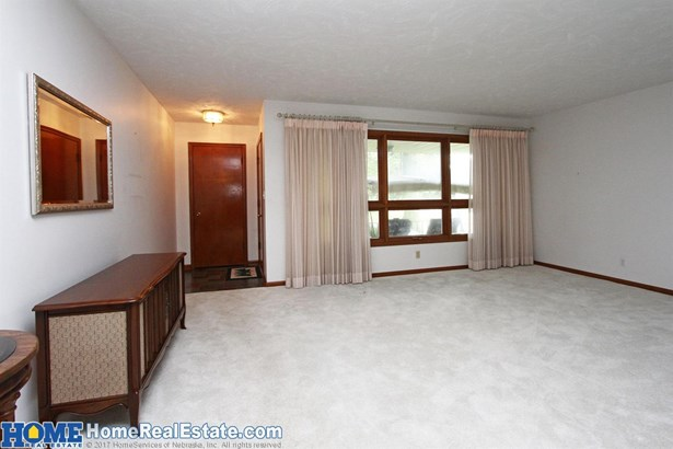 831 Driftwood Drive , Lincoln, NE - USA (photo 4)