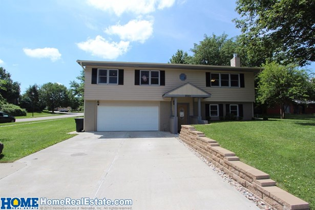 8021 Sandalwood Drive , Lincoln, NE - USA (photo 1)