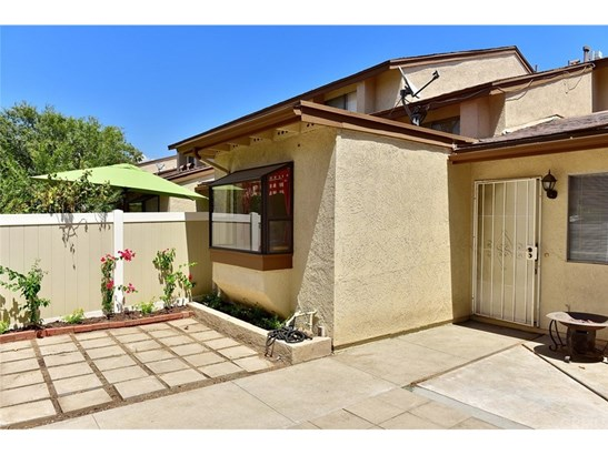 Townhouse, Traditional - Azusa, CA (photo 1)