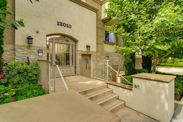 Townhouse, Contemporary - Valley Village, CA (photo 2)