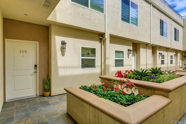 Townhouse, Contemporary - Valley Village, CA (photo 3)