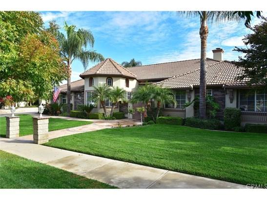 Single Family Residence, Contemporary - Corona, CA (photo 1)