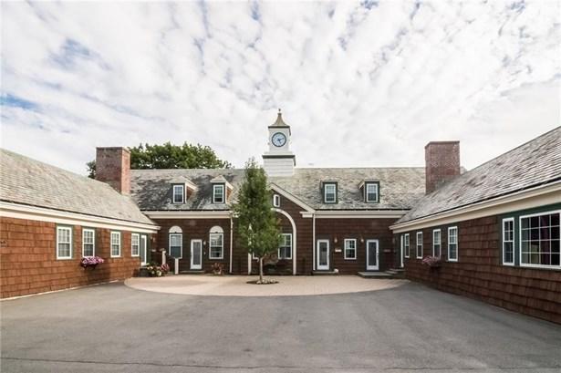 Town House - Middletown, RI (photo 1)