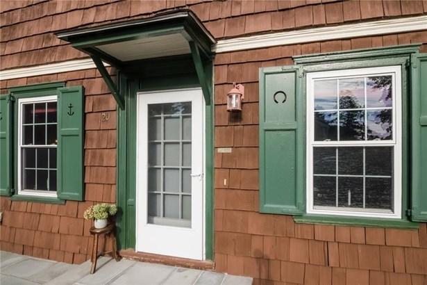 Town House - Middletown, RI (photo 5)
