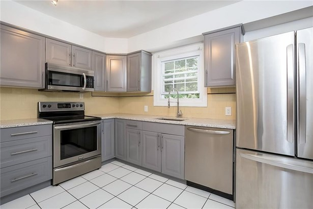 Apartment,Town House - Cranston, RI (photo 4)