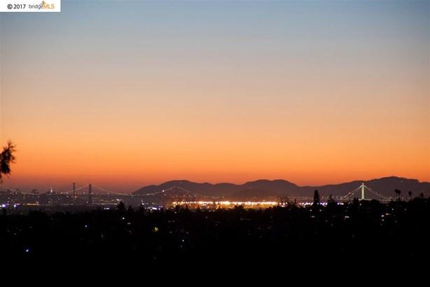 3050 75 Th Ave, Oakland, CA - USA (photo 2)