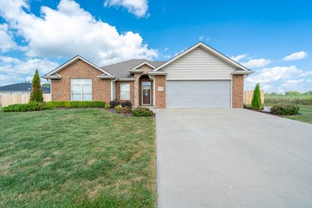Single Family Residence, Ranch - HALLSVILLE, MO