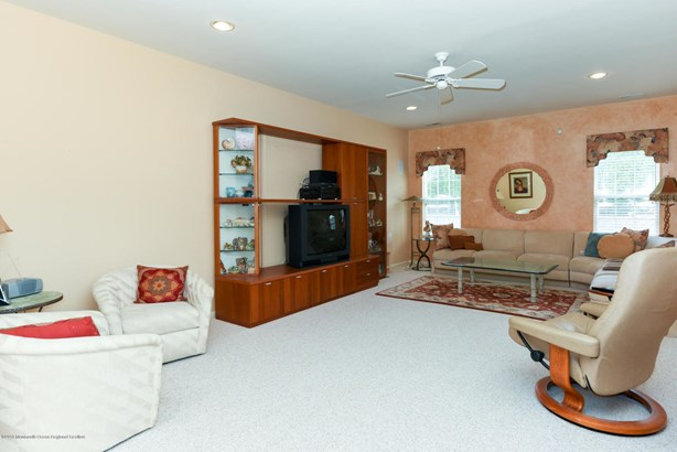 81 Tall Pines Drive, Neptune, NJ - USA (photo 5)