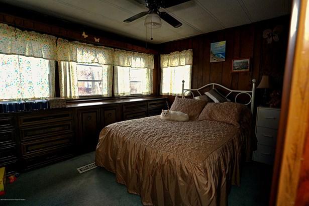 76 Locust Grove Grove, Hazlet, NJ - USA (photo 5)