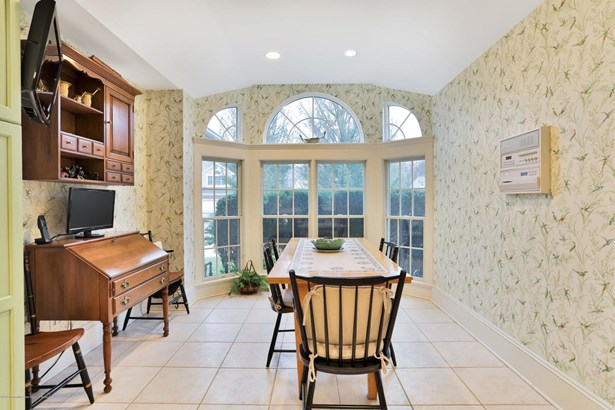 246 Whispering Woods Court, Little Silver, NJ - USA (photo 3)
