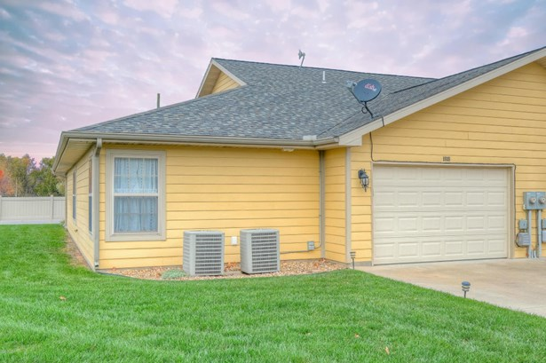 Townhouse, Single Family - Freestanding - Carthage, MO (photo 3)