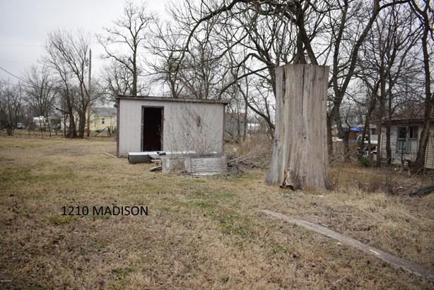 Traditional, Single Family - Freestanding - Galena, KS (photo 4)