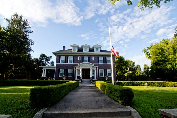 Colonial, Single Family - Freestanding - Joplin, MO