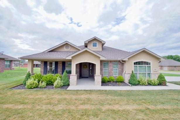 Traditional, Single Family - Freestanding - Carthage, MO