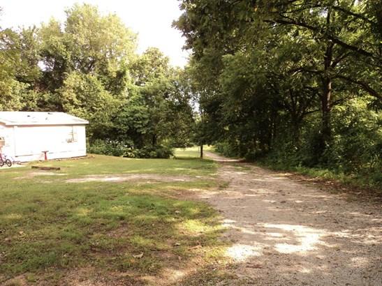 Single Story, Manuf Homes - Carthage, MO (photo 3)