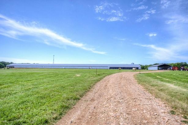 Farm, Single Wide - Seneca, MO (photo 4)