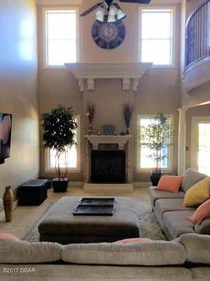 Colonial, Single Family - Freestanding - Carthage, MO (photo 5)