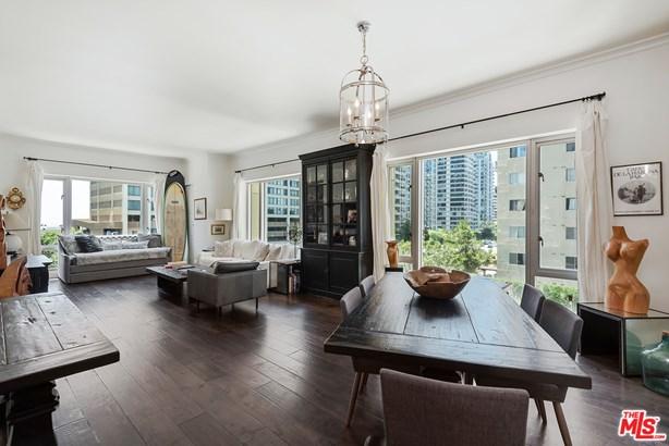 Condominium, High Or Mid-rise Condo - Los Angeles, CA