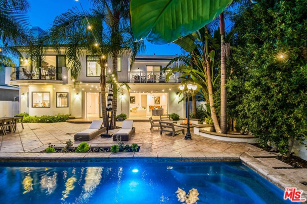 Cape Cod, Single Family Residence - Studio City, CA