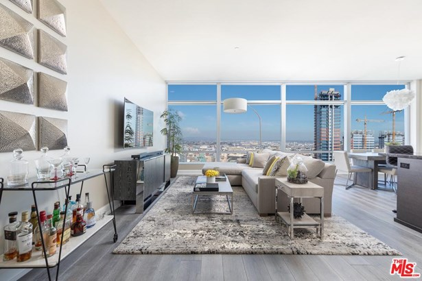 Condominium, High or Mid-Rise Condo - Los Angeles (City), CA