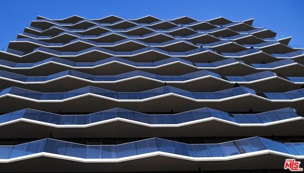 Condominium, High or Mid-Rise Condo,Modern - Hollywood, CA