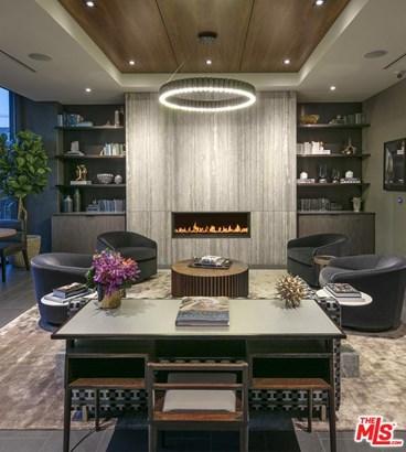 Condominium, High or Mid-Rise Condo,Modern - Hollywood, CA (photo 4)
