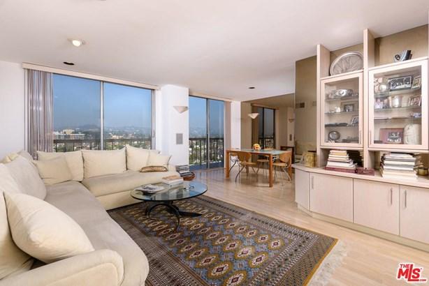Condominium, High or Mid-Rise Condo - Los Angeles (City), CA (photo 4)