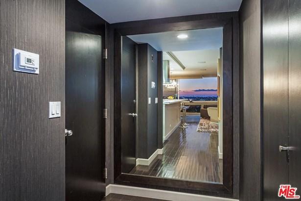 Condominium, Contemporary,High or Mid-Rise Condo - Los Angeles (City), CA (photo 3)
