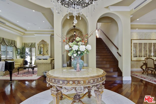 Mediterranean, Single Family - Beverly Hills, CA (photo 2)