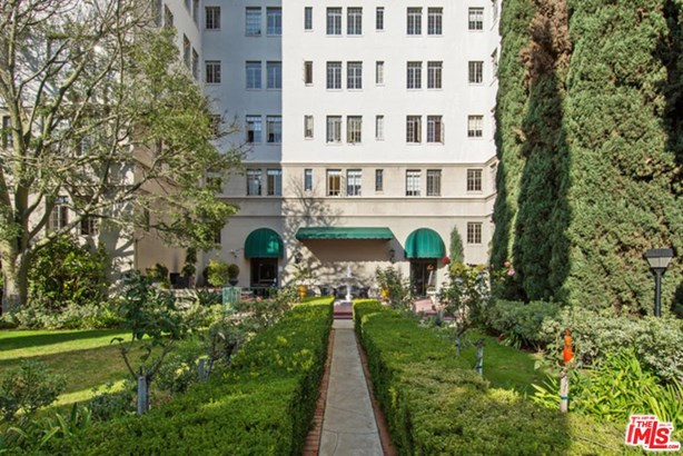 Condominium, High or Mid-Rise Condo,French - Los Angeles (City), CA (photo 5)