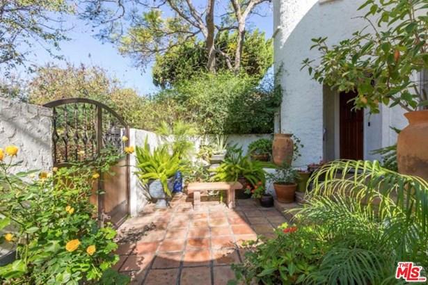 Condominium, Spanish - West Hollywood, CA (photo 4)