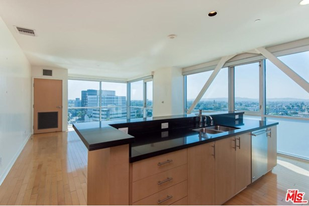 Condominium, High or Mid-Rise Condo,Modern - Beverly Hills, CA (photo 4)
