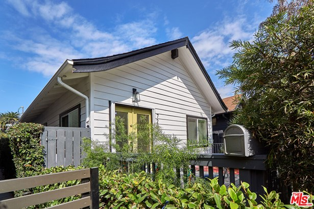 Single Family Residence, Bungalow - Santa Monica, CA
