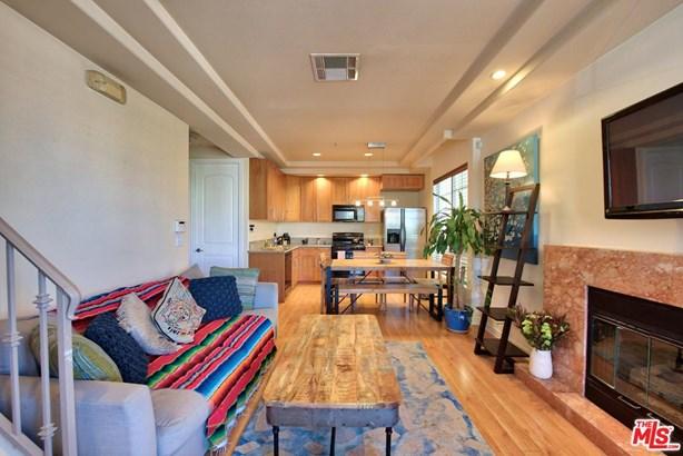 Condominium, Contemporary - North Hollywood, CA (photo 3)