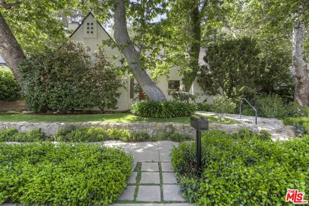 Country English, Single Family Residence - Los Angeles, CA