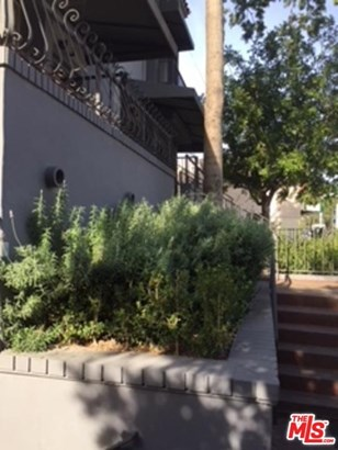 Low Rise,Mediterranean, Condominium - Los Angeles (City), CA (photo 2)