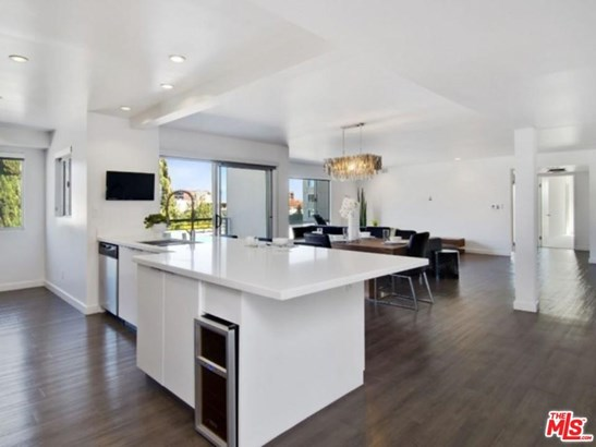 Condominium, Low Rise,Modern - Beverly Hills, CA (photo 2)