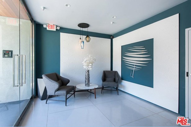 Low Rise, Condominium - Beverly Hills, CA (photo 2)