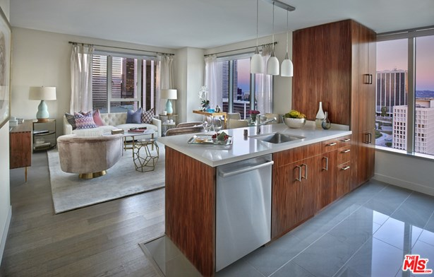 Residential Lease, Contemporary - LOS ANGELES, CA