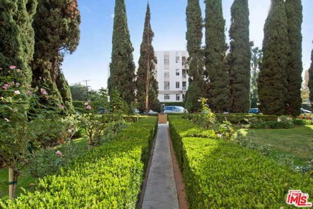 Condominium, High or Mid-Rise Condo,French - Los Angeles (City), CA (photo 4)