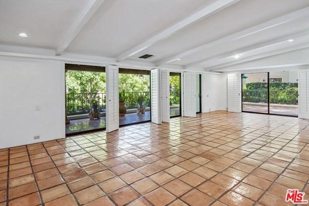Condominium, Hacienda - Los Angeles (City), CA (photo 4)