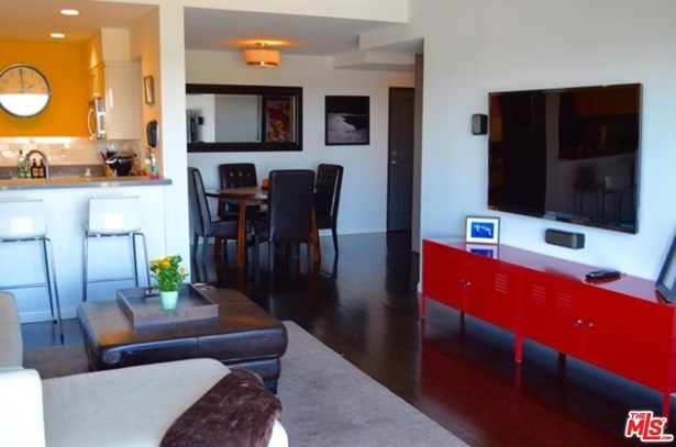Condominium, Contemporary - West Hollywood, CA (photo 4)