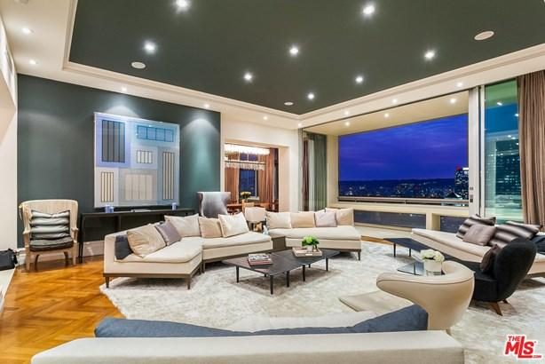 Condominium, Penthouse - LOS ANGELES, CA