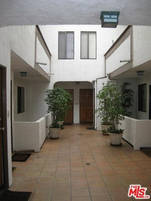 Condominium, Traditional - Studio City, CA (photo 2)